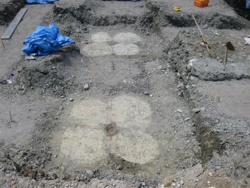 地盤改良による地中杭の設置状況