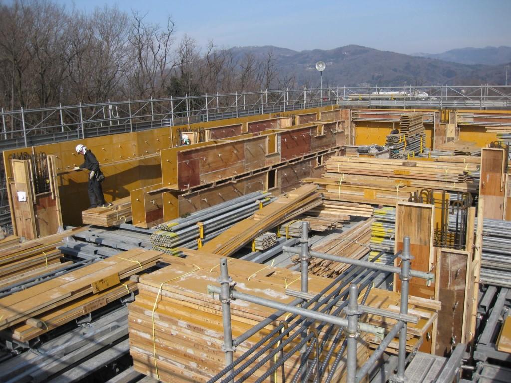 火葬棟屋上階型枠工事
